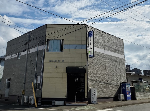 仙台市宮城野区にある民営斎場「葬祭会館はぎ」の外観です