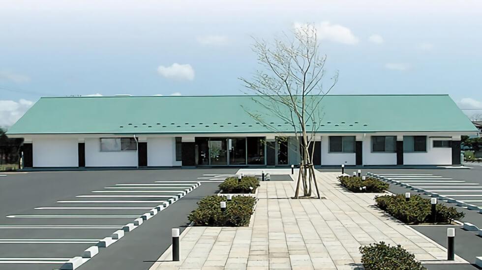 上北郡おいらせ町にある民営斎場「なむ南無プラザ おいらせ」の外観です