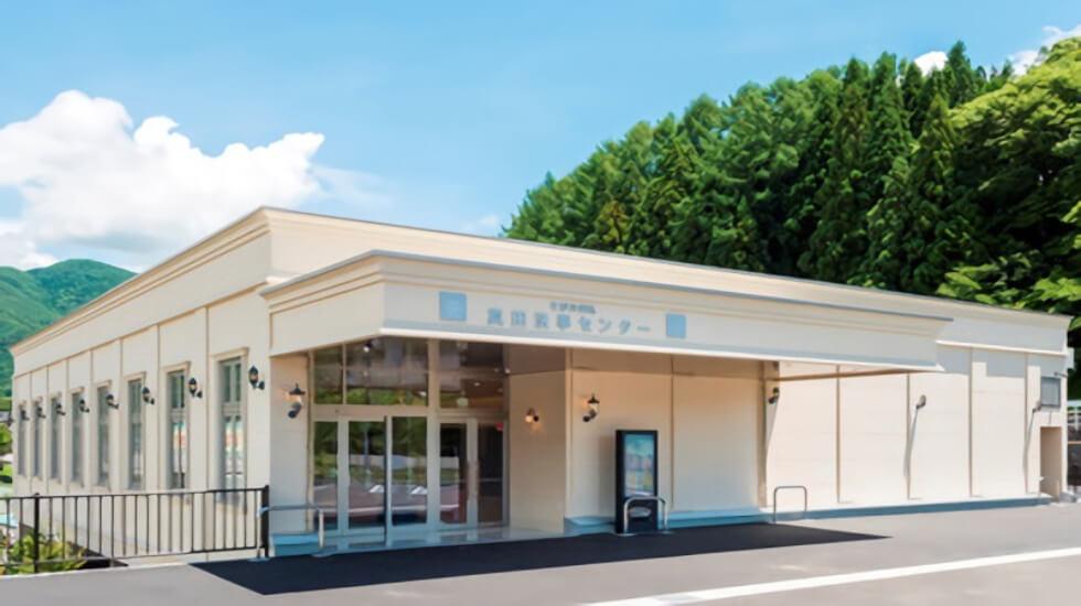 上田市真田町にある民営斎場「真田法事センター」の外観です