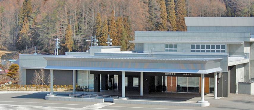 遠野市遠野町にある公営火葬場「遠野市斎場」の外観です
