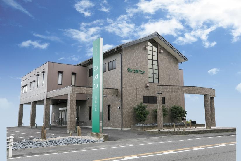 江南市尾崎町にある民営斎場「シオン尾北会館」の外観です