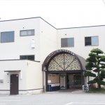 神崎郡市川町にある民営斎場「セレモニーホールやまもと会館」の外観です
